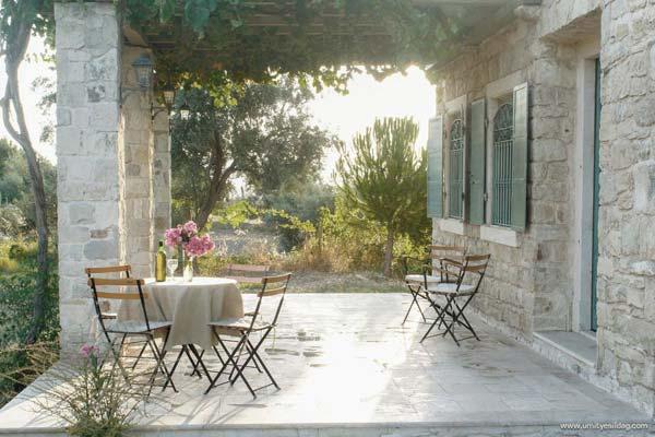 Name:  senoglu-cottage-porch1-via-smallhousebliss.jpg Views: 2170 Size:  49.0 KB