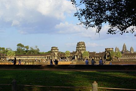Name:  DSC01380 ngkor wat-4.jpg