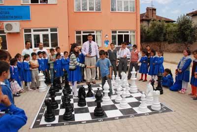 Name:  bahce satranci ögrancilerin ilgi odagi oldu (4).jpg Views: 3179 Size:  50.8 KB