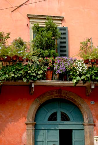 Name:  EU16LEN0286~Balcony-Garden-in-Historic-Town-Center-Verona-Italy-Posters.jpg Views: 8635 Size:  50.0 KB