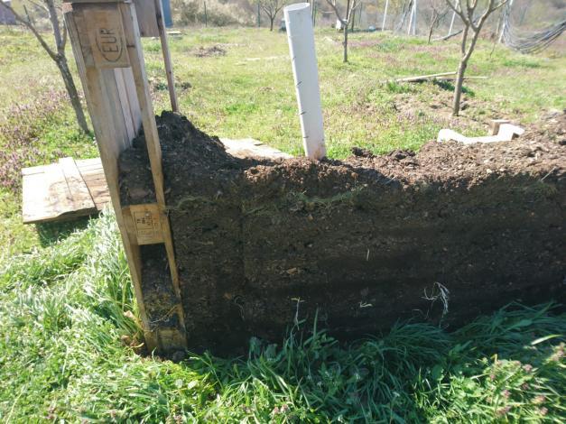 Name:  kompost1.jpg Views: 270 Size:  70.8 KB