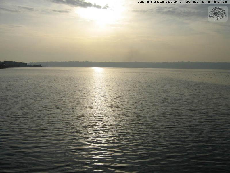 Küçükçekmece gölü