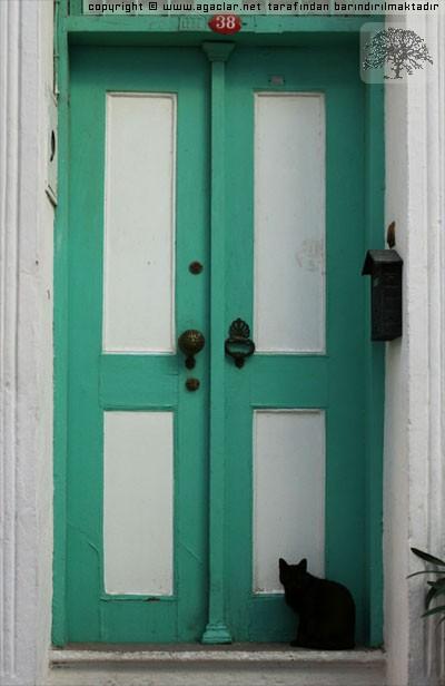 Aç Kapıyı Bezirgan Başı...